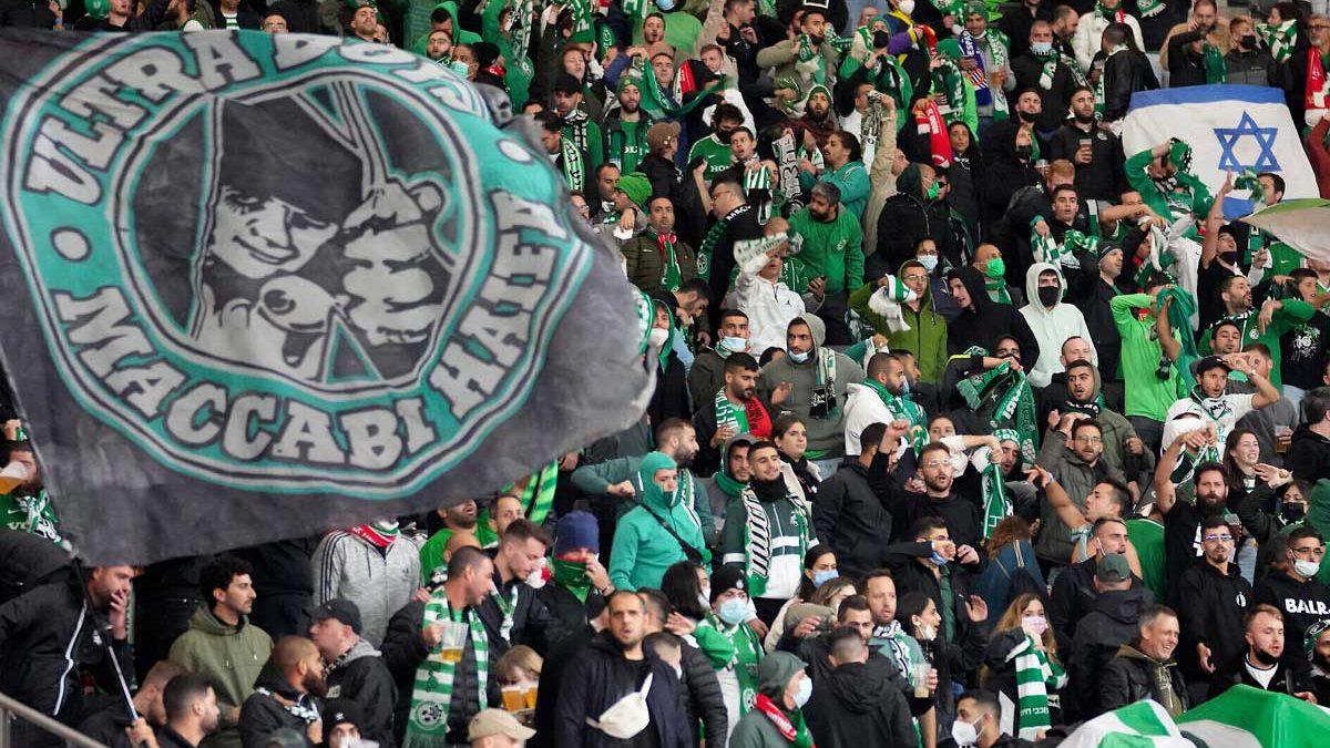 Aficionados del Maccabi Haifa reciben insultos antisemitas en estadio de Berlín construido por nazis