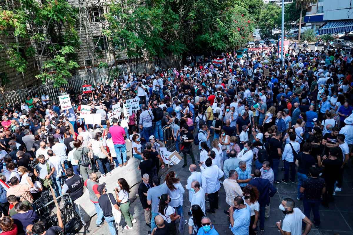 Explosión en Beirut: Familiares protestan por el retraso de la investigación