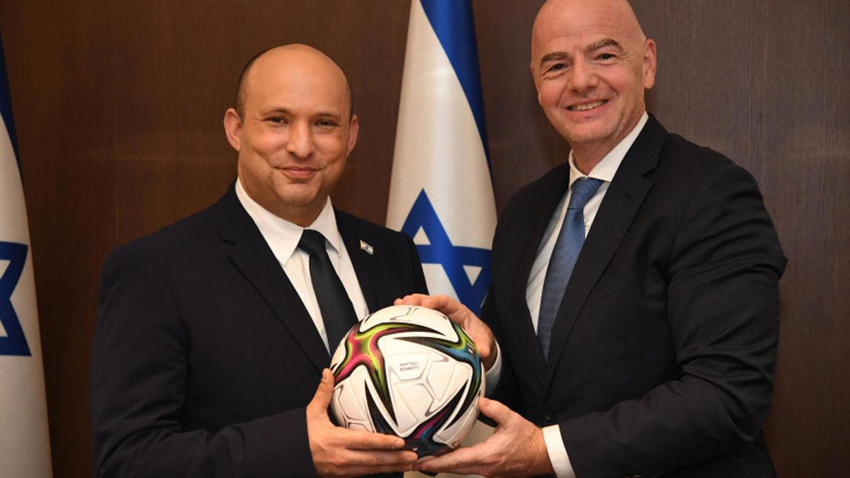 Bennett se reúne con el presidente de la FIFA y habla de la candidatura israelí al Mundial
