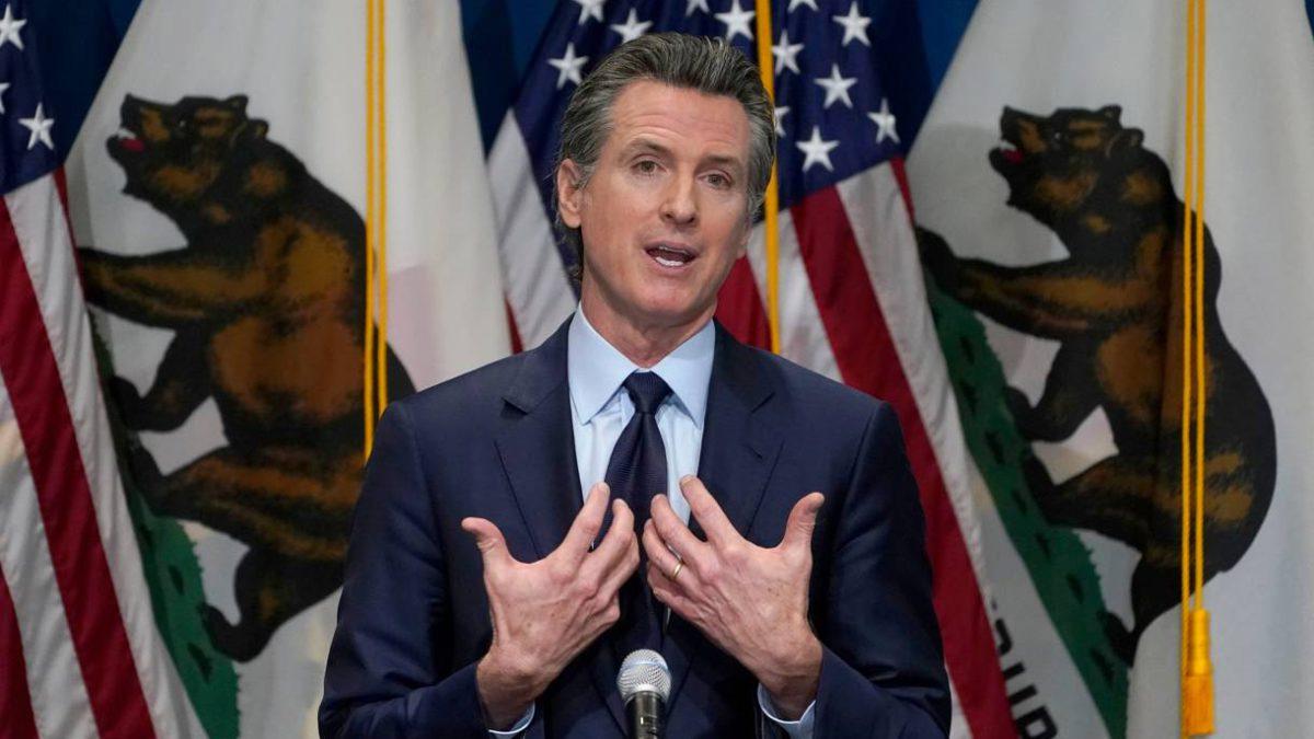Gobernador de California impulsa la educación sobre el Holocausto