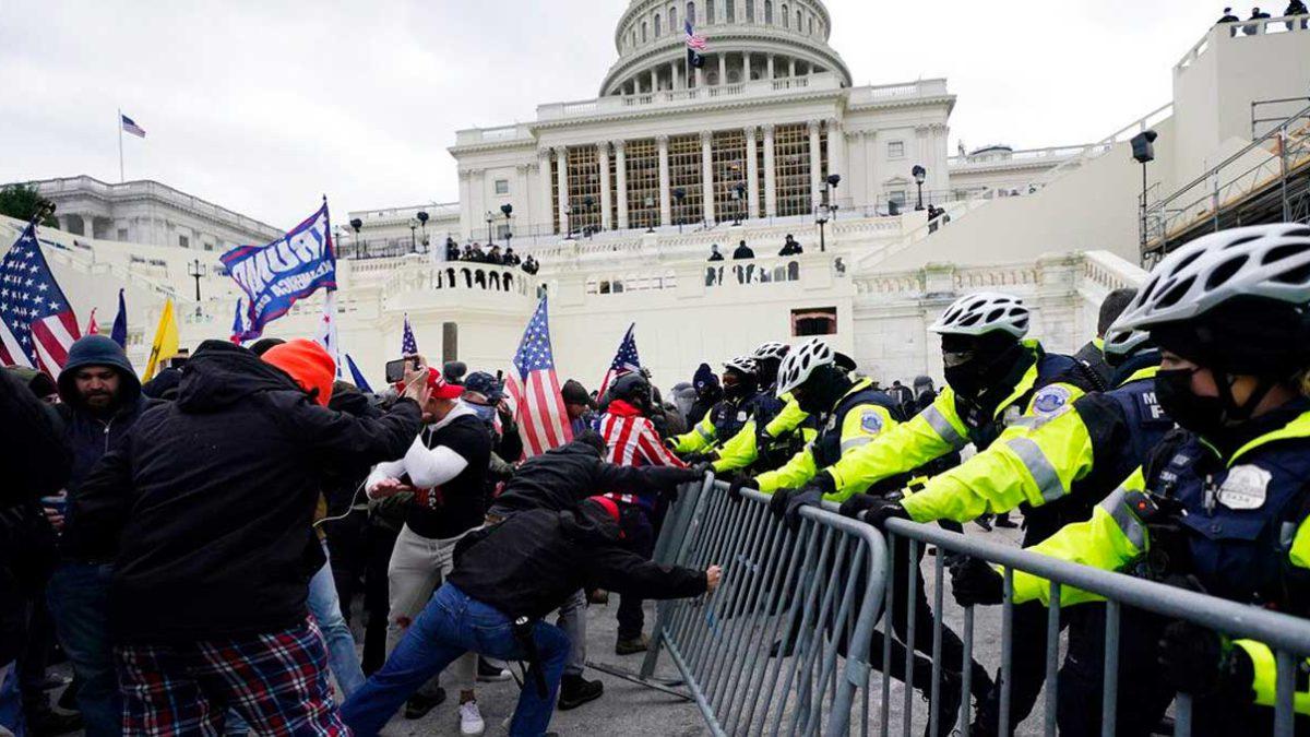 Ex directiva de Facebook alega que la red social fomentó los disturbios en el Capitolio
