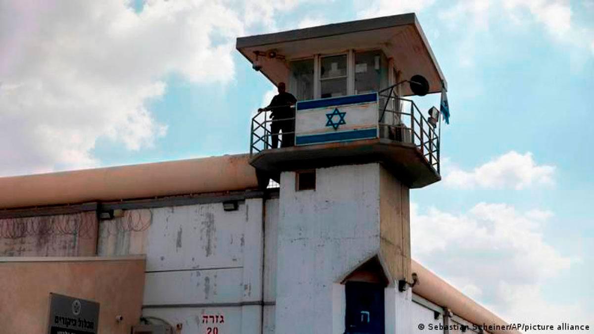 Cientos de terroristas encarcelados en Israel inician una huelga de hambre
