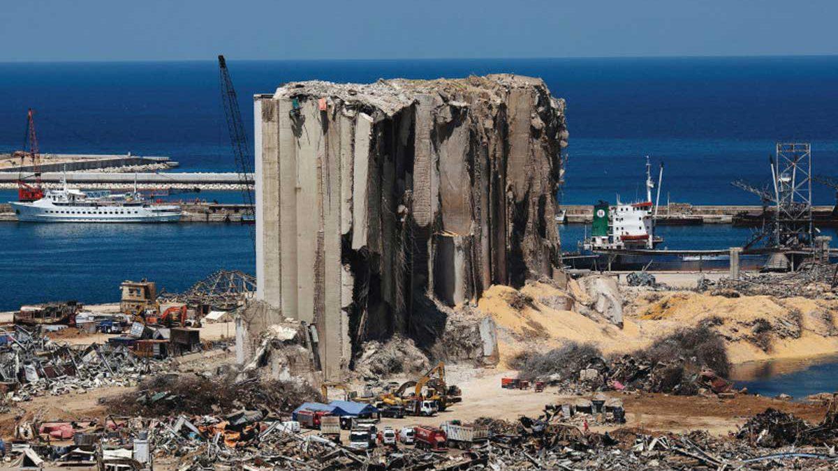 Investigación sobre la explosión en Beirut se congela por denuncias de dos ex ministros