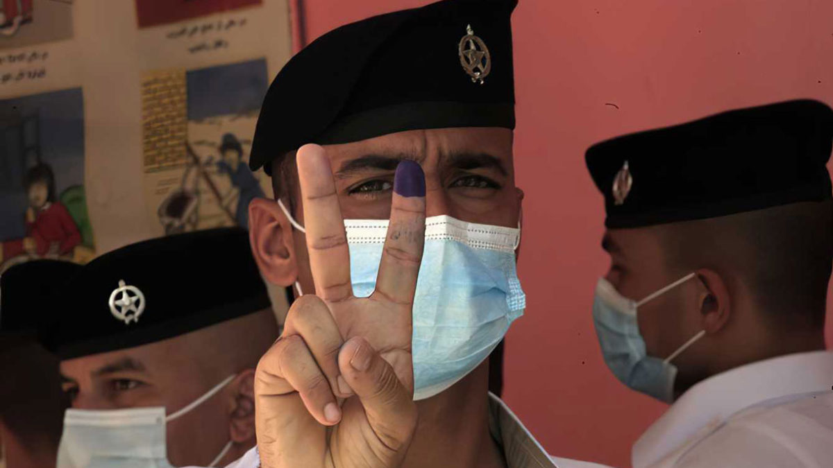 Las fuerzas de seguridad votan en las elecciones generales de Irak