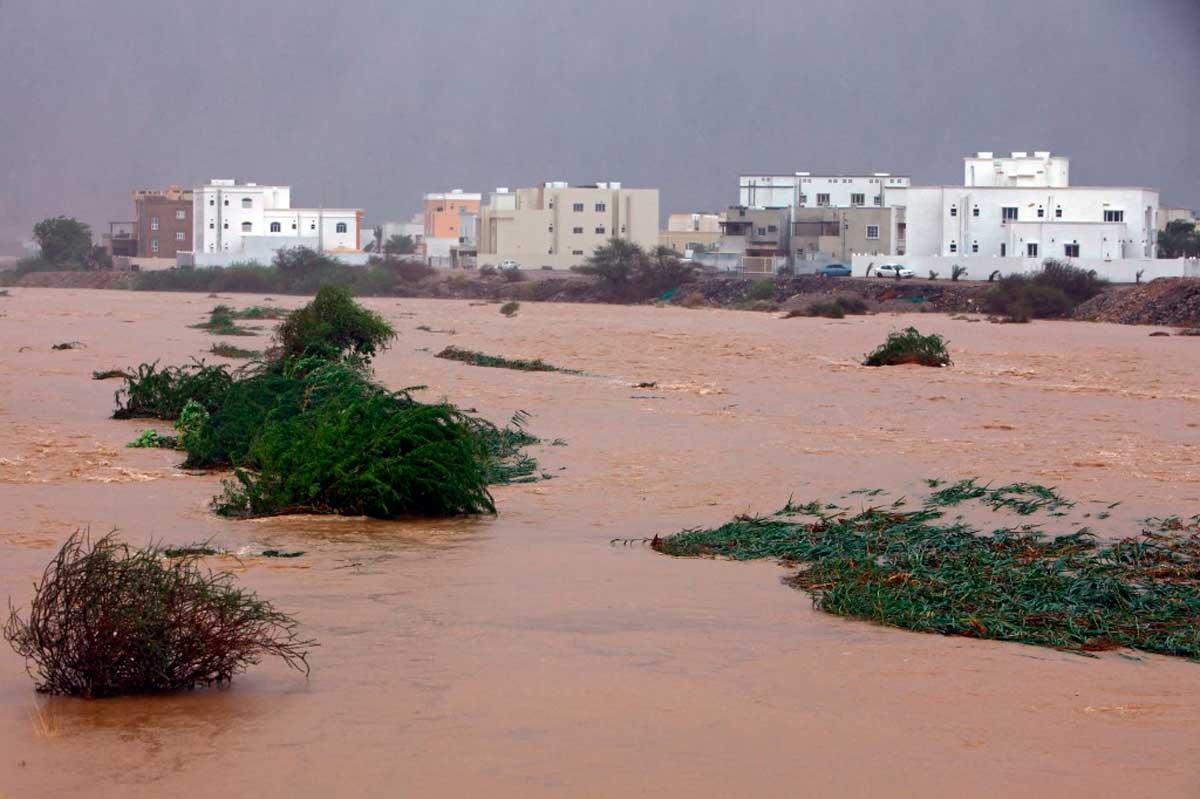Un potente ciclón arrasa Omán e Irán: al menos 9 muertos