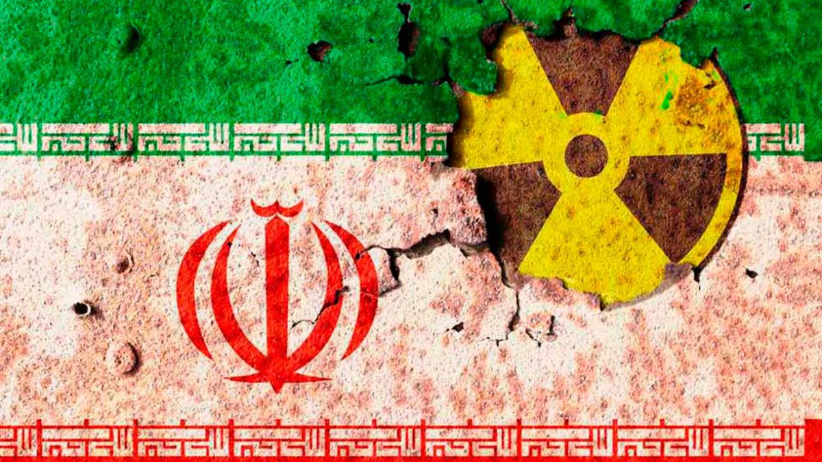 Bennett advierte a Merkel: Irán está cerca de obtener un arma nuclear