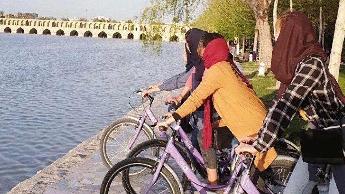 Irán libera a hombre que disparó por la espalda a tres mujeres