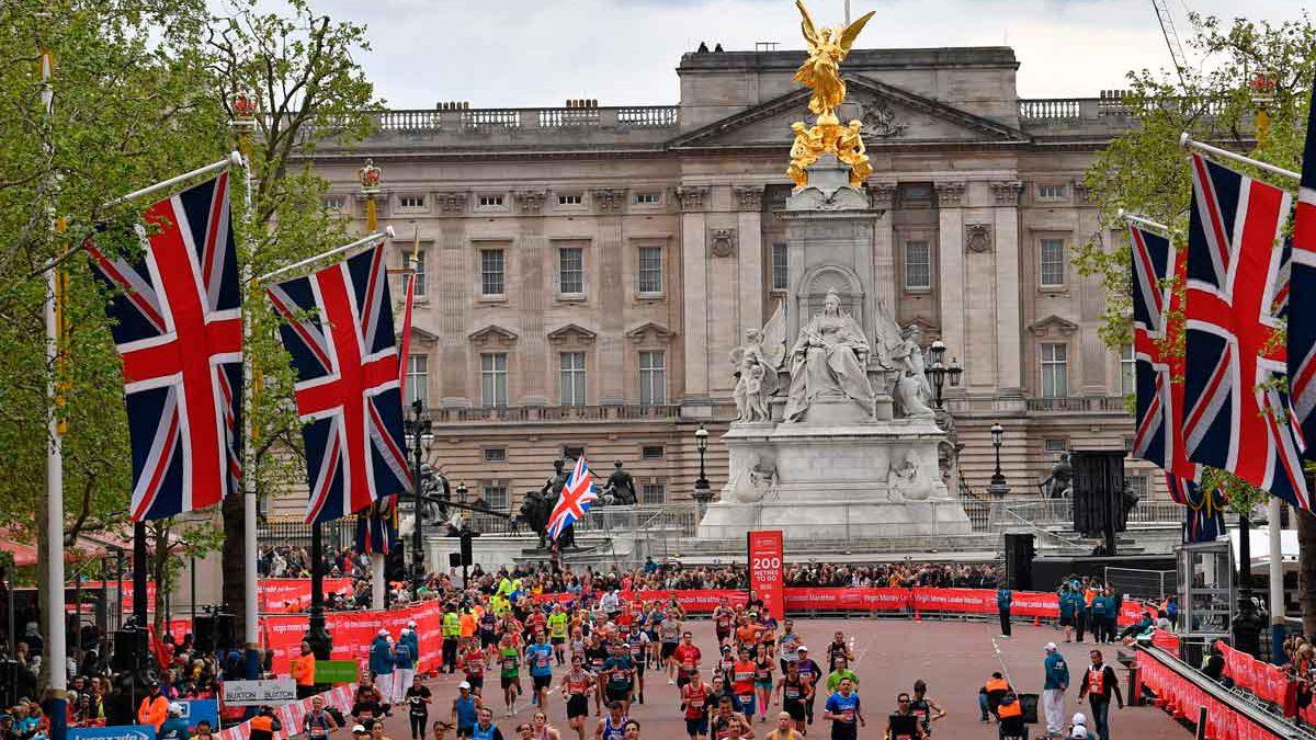 Un atleta ciego israelí recauda dinero corriendo la maratón de Londres
