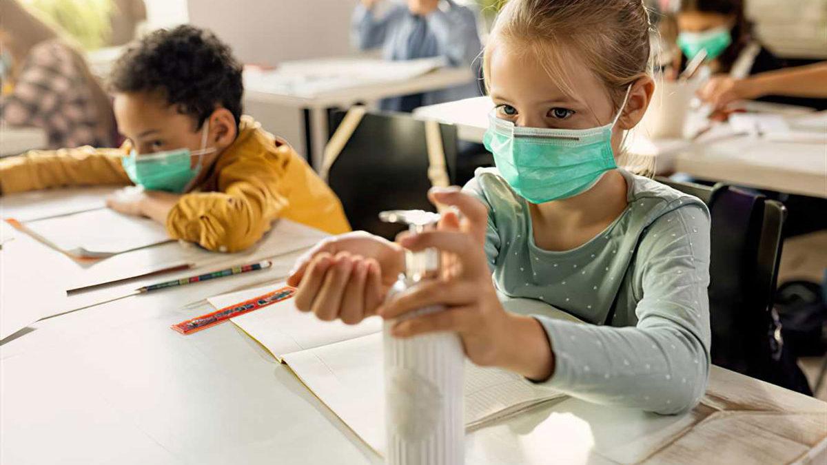 Los niños son menos propensos que los adultos a reinfectarse con el COVID