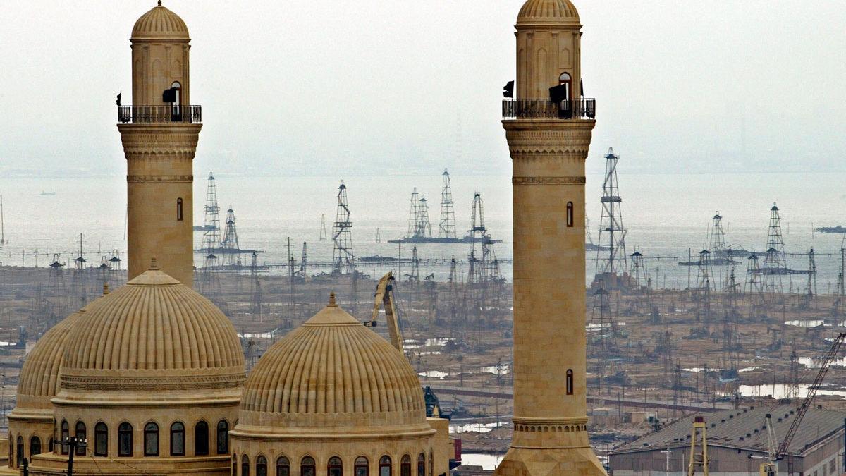 Azerbaiyán cierra mezquita vinculada al líder supremo de Irán