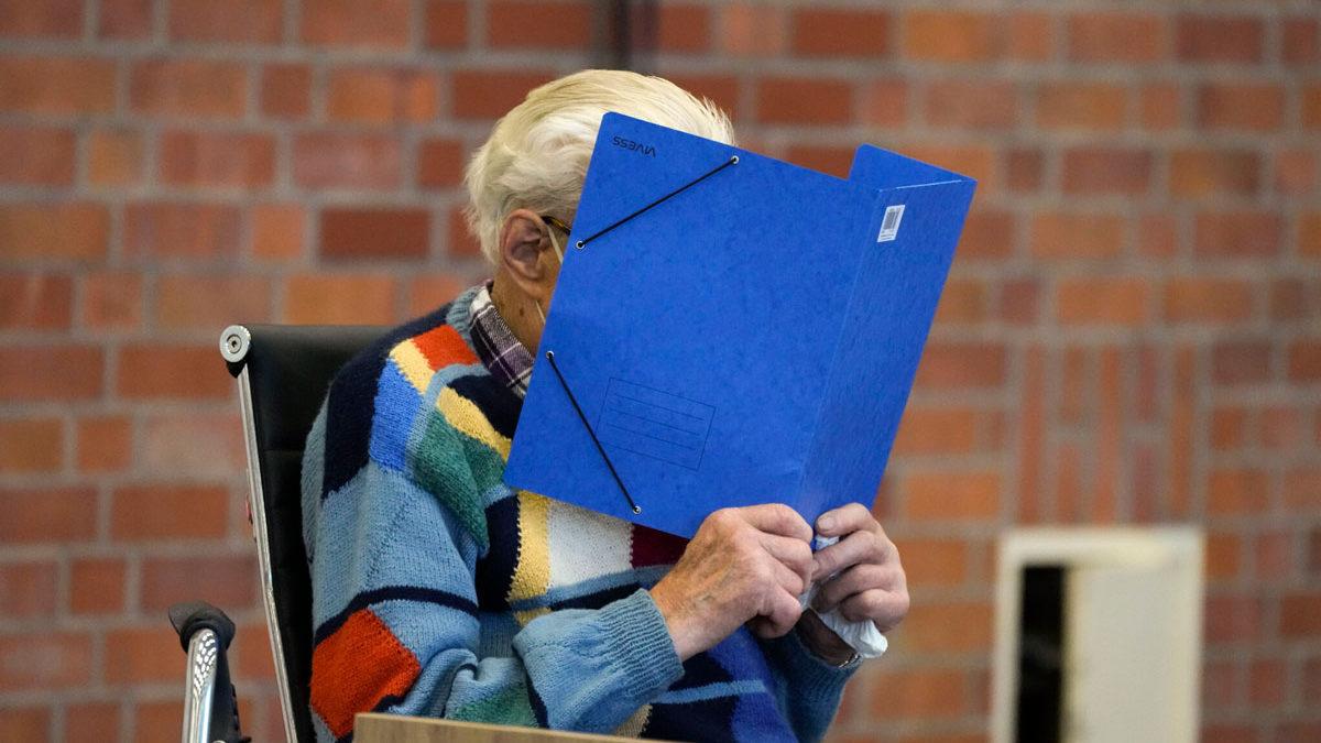 Ex guardia nazi de 100 años se niega hablar de las atrocidades del Holocausto durante su juicio