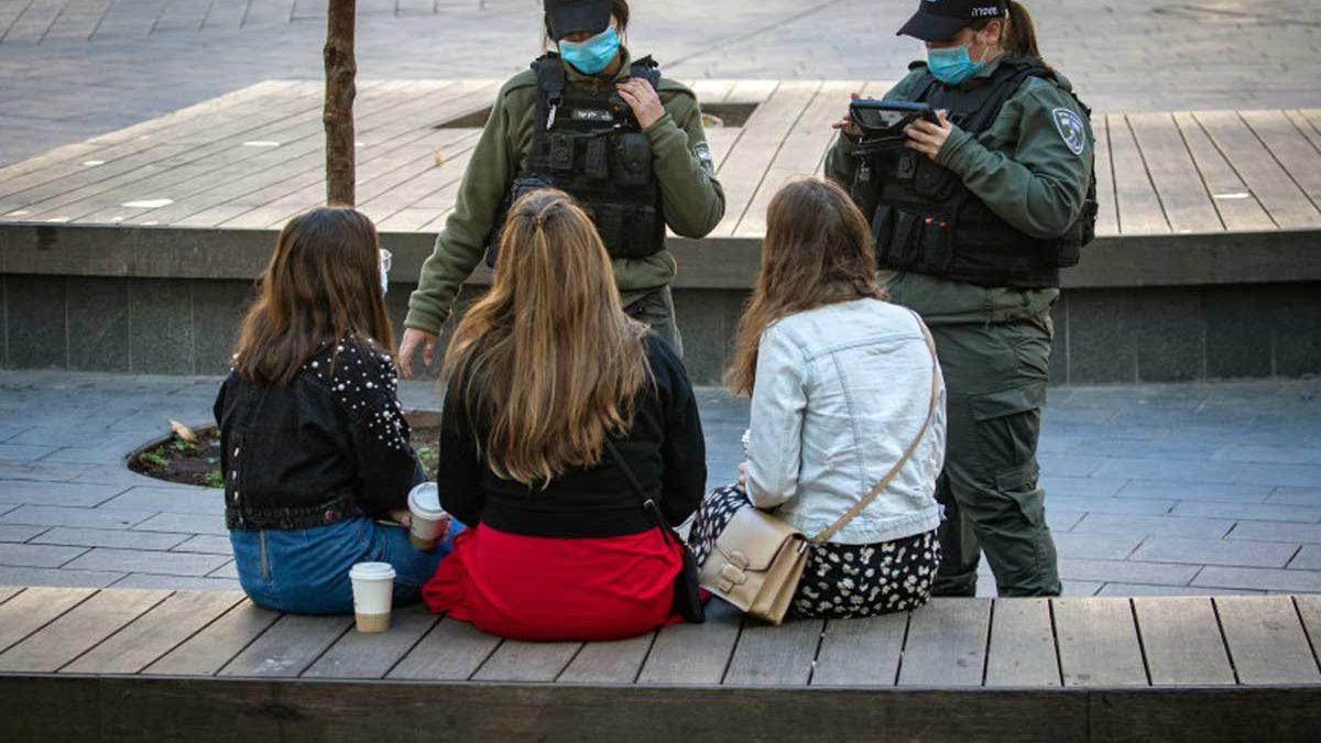 La policía israelí intensificará la aplicación del Pase Verde a medida que se implementan nuevas reglas