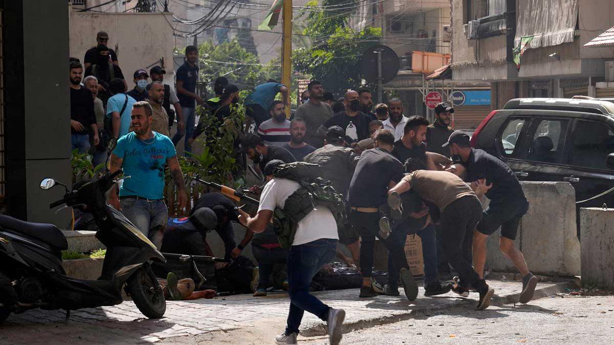 6 muertos y 60 heridos en protesta de Hezbolá por la investigación de la explosión en Beirut