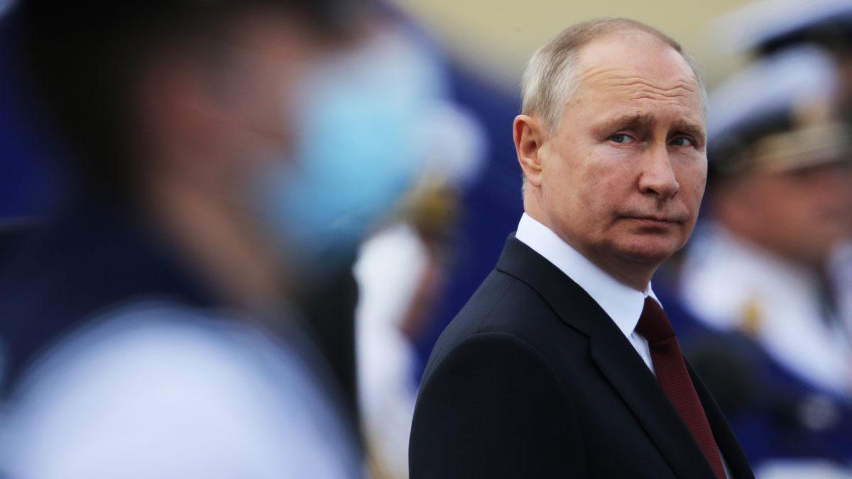 Putin afirma que 30 personas de su entorno han enfermado de COVID