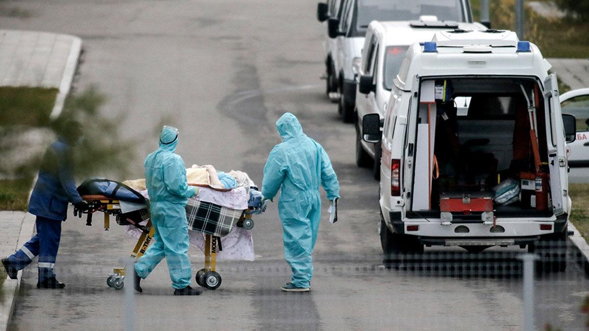 Rusia registra récord de 973 muertes por COVID en 24 horas