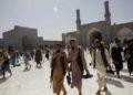 Talibanes refuerzan la seguridad en las mezquitas tras los atentados suicidas de ISIS