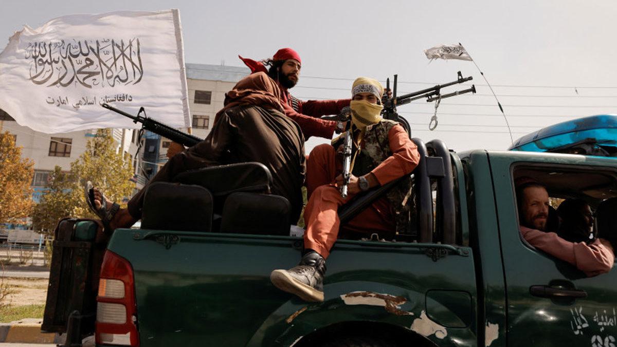 Talibanes dicen haber eliminado una célula de ISIS tras un atentado mortal en Kabul