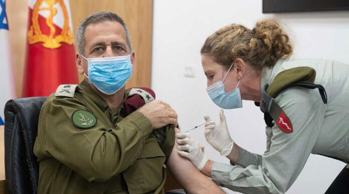 EE.UU. analiza datos de la vacunación contra el COVID de soldados de las FDI
