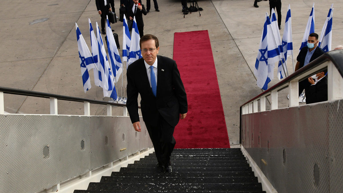 El presidente israelí aterriza en Ucrania para una ceremonia conmemorativa de Babi Yar