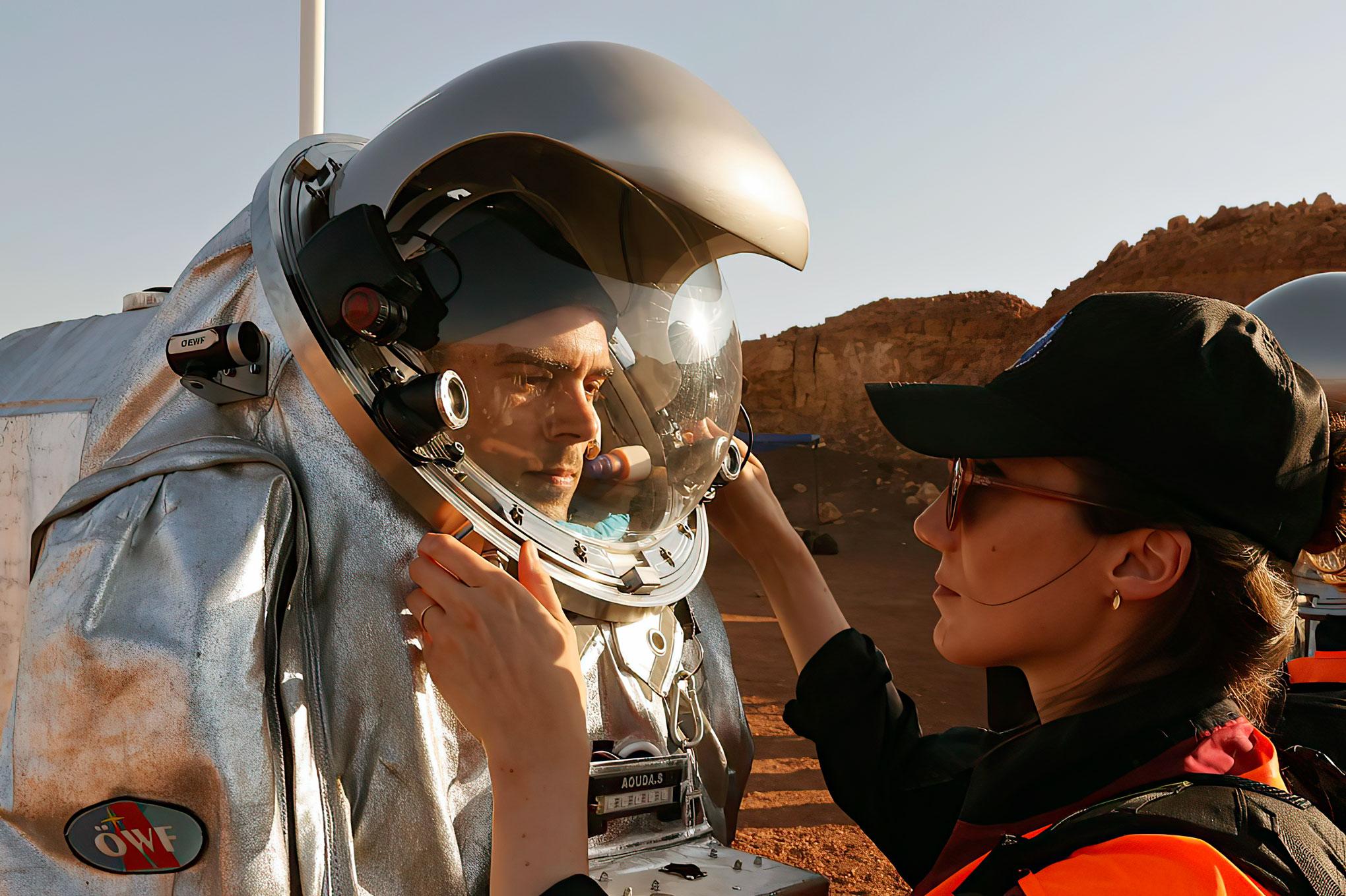 """Seis """"astronautas"""" en una misión de un mes en el desierto israelí para prepararse para Marte"""
