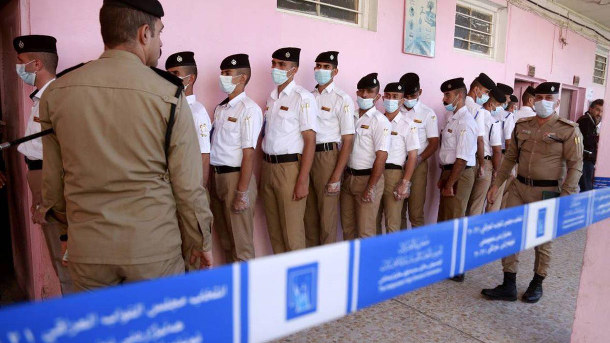 Bajo fuertes medidas de seguridad: los iraquíes acuden a las urnas para las elecciones anticipadas
