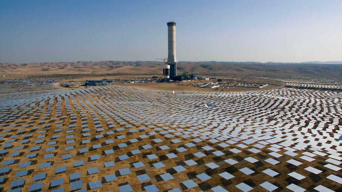 Científicos instan a acelerar el cambio a las energías renovables en Oriente Medio