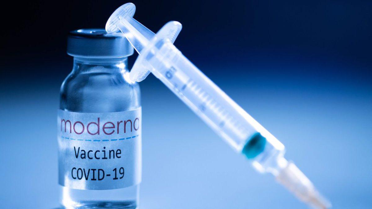 Científicos de la FDA: Moderna no cumplía todos los criterios para los reforzadores