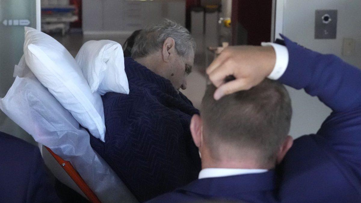 Presidente checo es trasladado al hospital: resultado de elecciones en el limbo