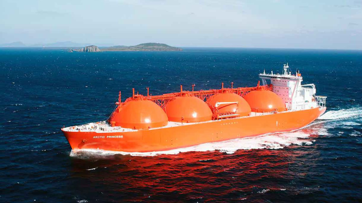 Tarifas de buques cisterna de GNL aumentan a medida que se disparan precios mundiales del gas natural